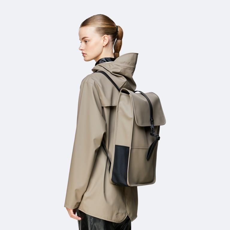 Rains Backpack, Farbe: schwarz, anthrazit, blau/petrol, taupe/khaki, grün/oliv, gelb, beige, weiß, Marke: Rains, Abmessungen in cm: 28.5x47.0x10.0, Bild 3 von 5